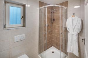 A bathroom at Louren Apartments