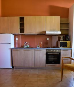 A kitchen or kitchenette at Govino Bay