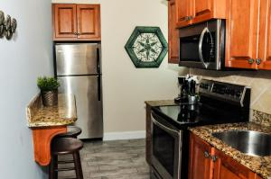 A kitchen or kitchenette at Blue Waters Treasure Island