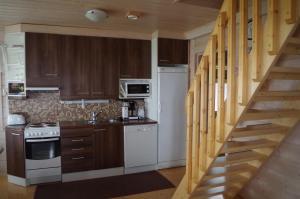 Majoituspaikan Topin Tuvat keittiö tai keittotila