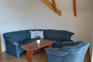 Ein Sitzbereich in der Unterkunft Franzlhof