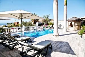 The swimming pool at or close to Villa costa adeje tenerife