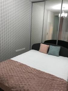 Posteľ alebo postele v izbe v ubytovaní Študio-Košice