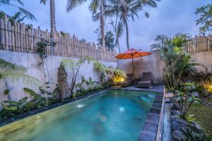 A piscina localizada em The Forest Batu Kurung Ubud ou nos arredores