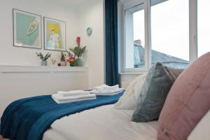 A bed or beds in a room at Szczecin Old Town Apartments - 2 Bedrooms Deluxe