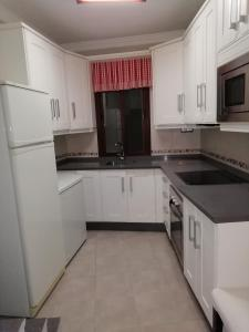 A kitchen or kitchenette at casa cueva de la sombra