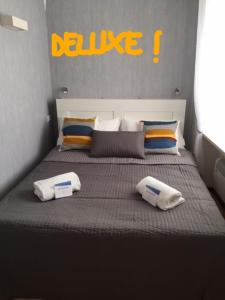 A bed or beds in a room at To Be Capri