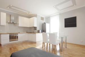 A kitchen or kitchenette at San Peter Apartment - Clean and very comfortable