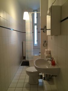 Ein Badezimmer in der Unterkunft Super City-Ferienwohnung in Prenzlauer Berg (2)