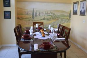 A restaurant or other place to eat at Four Corners Villas