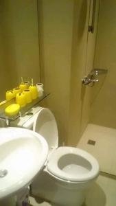 A bathroom at Azure Urban Resort Residences