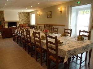 Restaurant ou autre lieu de restauration dans l'établissement Le Tertre