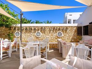 Een restaurant of ander eetgelegenheid bij Villas S'Argamassa