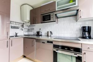 A kitchen or kitchenette at Central Marais Lovely Apartment