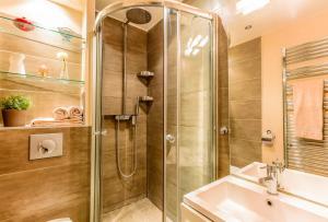 A bathroom at Central Marais Lovely Apartment
