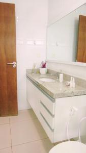 A bathroom at Porto Plaza Flat Porto de Galinhas
