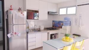 A kitchen or kitchenette at Porto Plaza Flat Porto de Galinhas