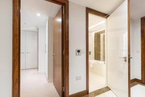 Ein Badezimmer in der Unterkunft Charming 2BR apt in Battersea by Wandsworth Town