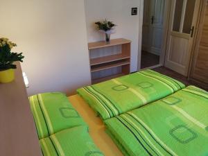 Postel nebo postele na pokoji v ubytování Apartments U Macháčků