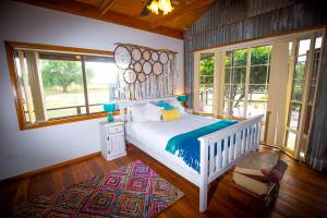 A bed or beds in a room at Peppercorn Cabin