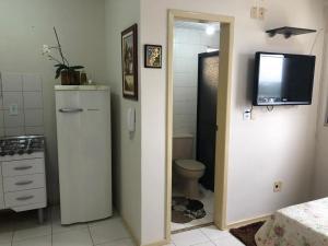 A bathroom at Loft funcional no centro!
