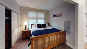 A bed or beds in a room at Evolve East Boston