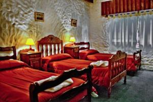 """A bed or beds in a room at La Loma """"Self"""" Apart & Suites"""