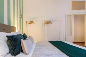 A bed or beds in a room at Moscova Flexyrent Apartment