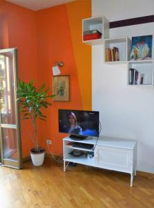 A television and/or entertainment center at B&B Vincent Van Vogh