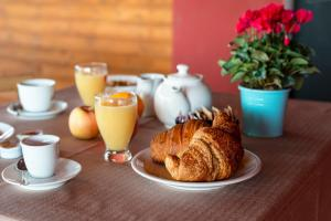 Breakfast options available to guests at Aba Village RTA
