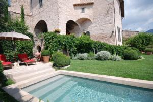 The swimming pool at or near Spello Villa Sleeps 6 Pool Air Con WiFi