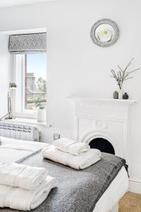 Katil atau katil-katil dalam bilik di Bank Chambers Apartments