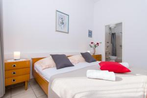 A bed or beds in a room at Apartmani Josip