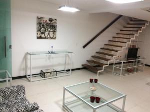 A seating area at Casa Linda e Confortável em Boa Viagem