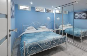 A bed or beds in a room at Apartament Przy Lesie