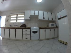 Una cocina o zona de cocina en Casa na Lagoinha Florianópolis B2