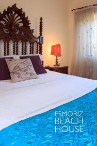 A bed or beds in a room at Esmoriz Beach House