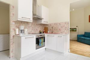 A kitchen or kitchenette at Apartament Garncarska