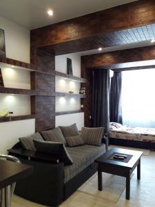 A seating area at Apartment Katerina on Senyavina 5