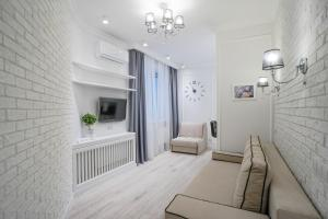 A seating area at Apartment on Severnaya