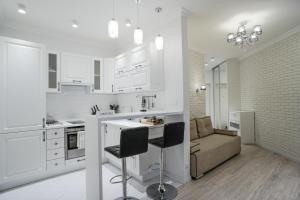 A kitchen or kitchenette at Apartment on Severnaya