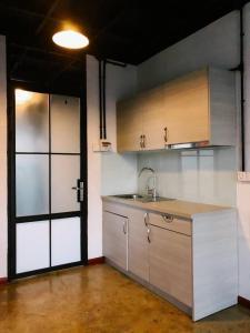 A kitchen or kitchenette at Tnot Chhrum Cafe