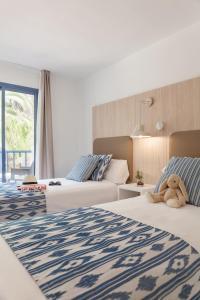 Een bed of bedden in een kamer bij Aparthotel Pierre & Vacances Mallorca Cecilia