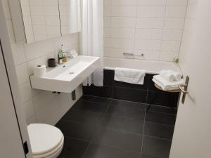 A bathroom at Paradeplatz Apartment by Airhome