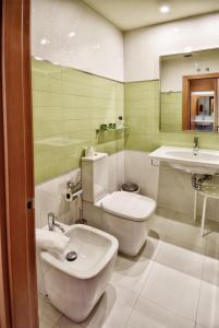 A bathroom at Apartamentos María Luisa
