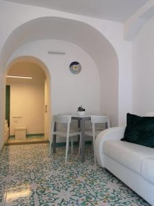 A seating area at La Casetta di Francesco