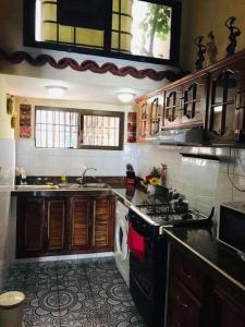 O bucătărie sau chicinetă la Apartament Rosario