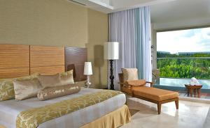A bed or beds in a room at Apartment in Grand Luxxe Resort