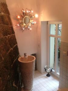 Ein Badezimmer in der Unterkunft Apartmenthaus Saxonia