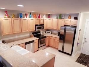 A kitchen or kitchenette at Washington's best beach, surf and sand